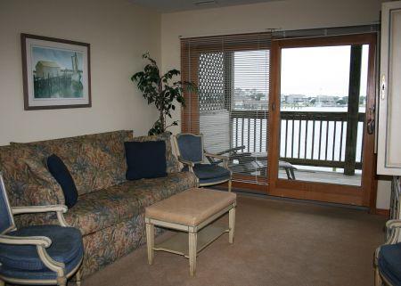 Captain's Landing Waterfront Inn, Waterside Suites