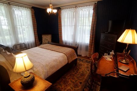Cameron House Inn, Small-Town Charm