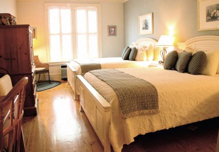 Tranquil House Inn, Stay Downtown Manteo