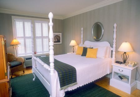 Tranquil House Inn, Queen Posted Bed