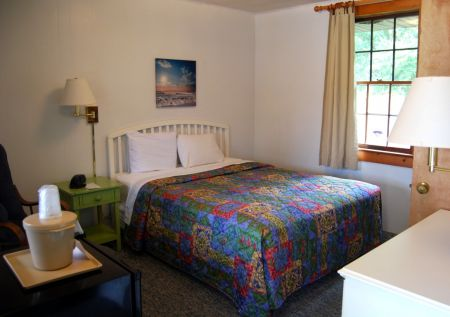 The Dare Haven Motel on the Outer Banks, Cozy Queen Room