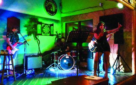 Sundogs Raw Bar and Grill, Karaoke with DJ Face