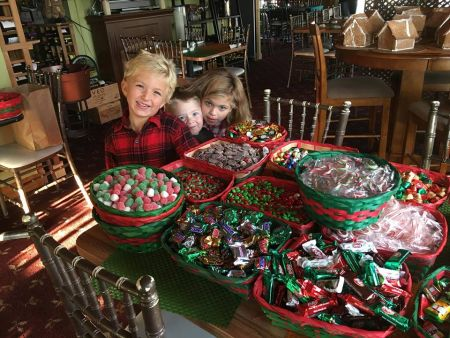 Argyle's Restaurant, 10th Annual Gingerbread House Decorating Class