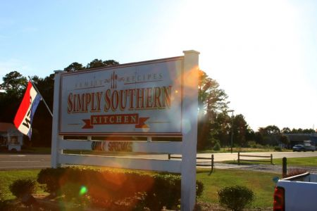 Simply Southern Kitchen, Red, White & Booze