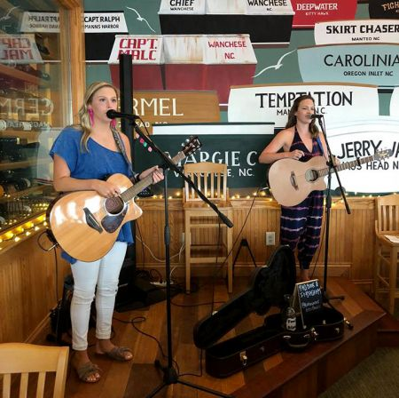 Basnight's Lone Cedar Outer Banks Seafood Restaurant, Kathryn & Alexis Music