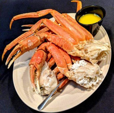 The Froggy Dog Restaurant & Pub, Steamed Crab Legs