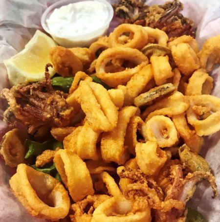 Jolly Roger Pub & Marina Ocracoke, Crispy Calamari