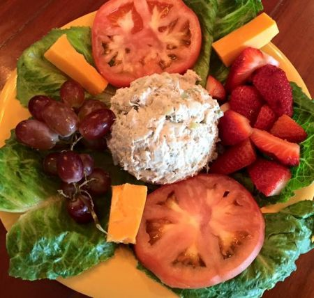 Darrell's Seafood Restaurant Manteo, Tuna Salad Cold Plate