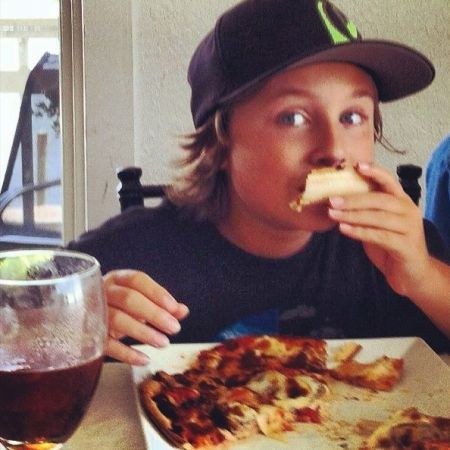 Avenue Waterfront Grille, 1/2 Off Kids Menu Monday